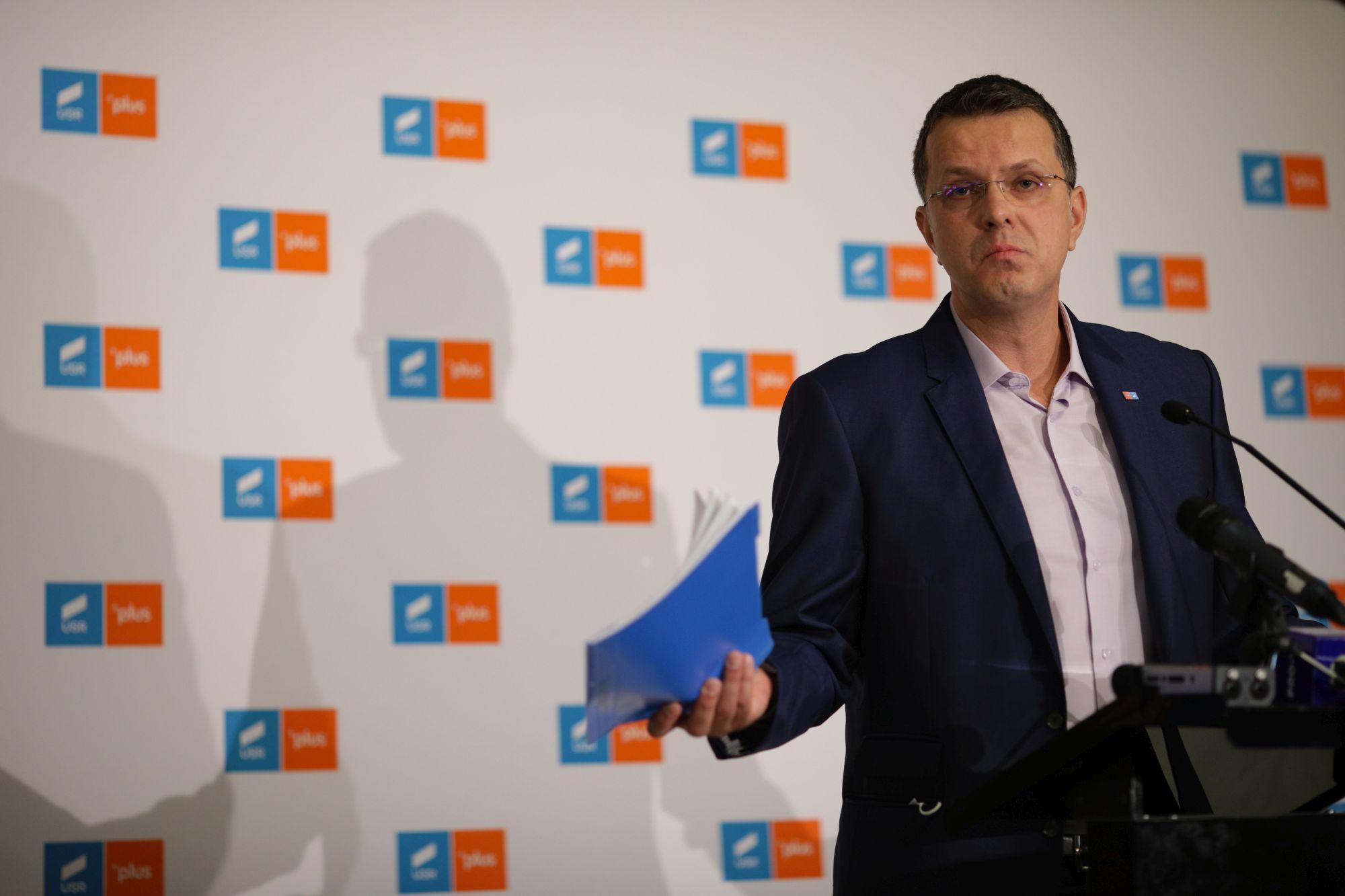 """Ionuţ Moşteanu: """"Încercări disperate de a muta discuţia de la faptul că Florin Cîţu foloseşte banii publici pentru a-şi cumpăra voturi la Congres"""""""