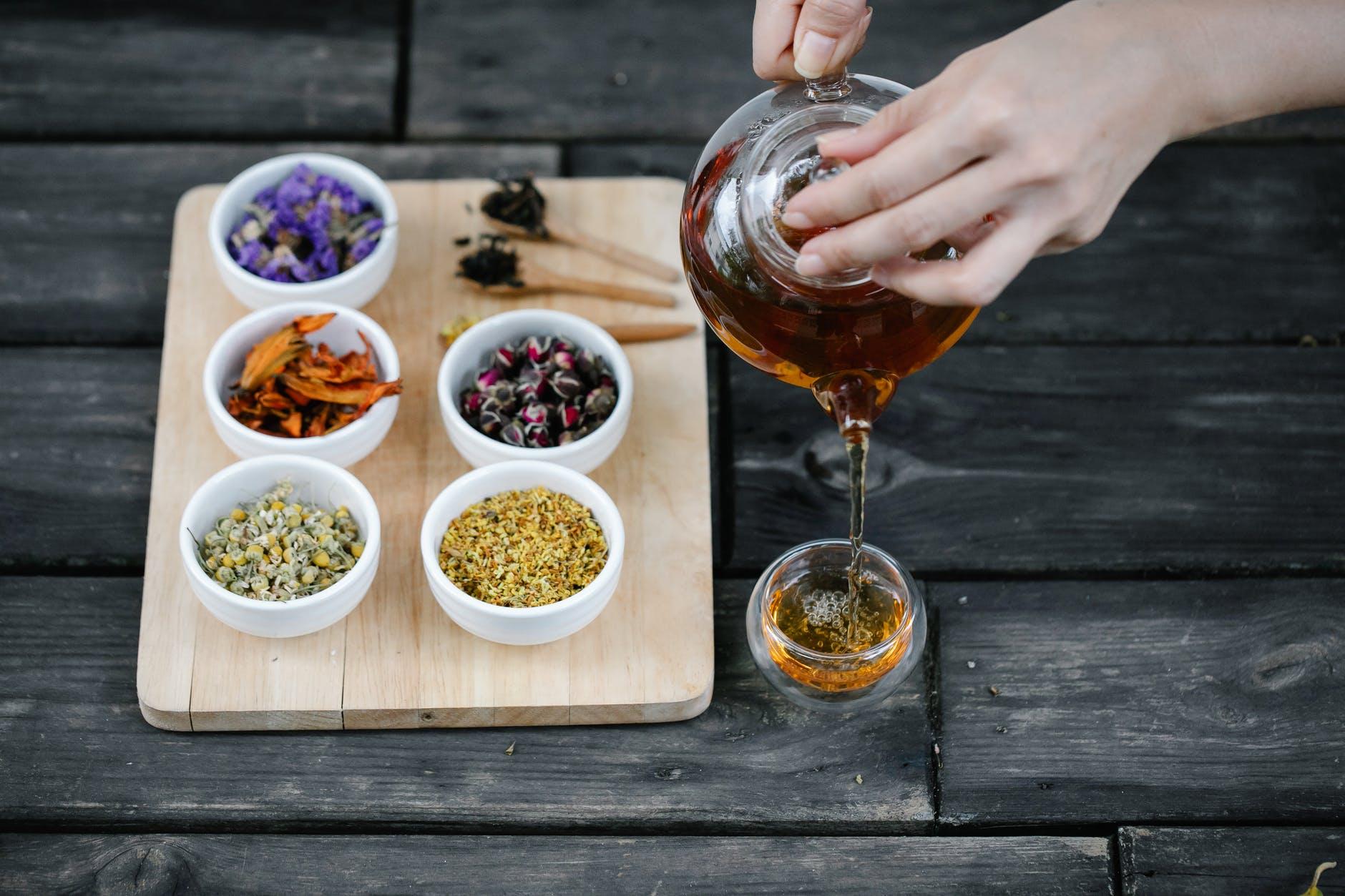 7 motive pentru care merită să bei ceai verde. Oferă beneficii considerabile pentru sănătate