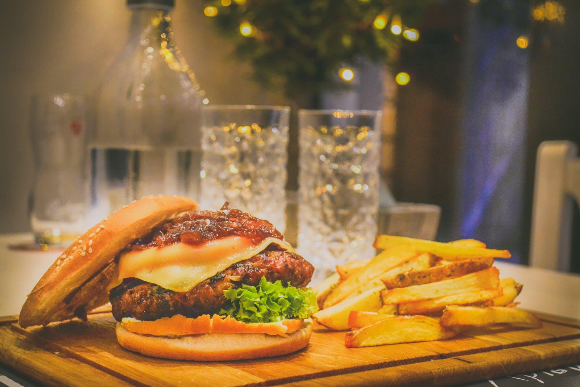 Cel mai delicios burger vegetarian! O alternativă bună pentru cei care nu mănâncă carne