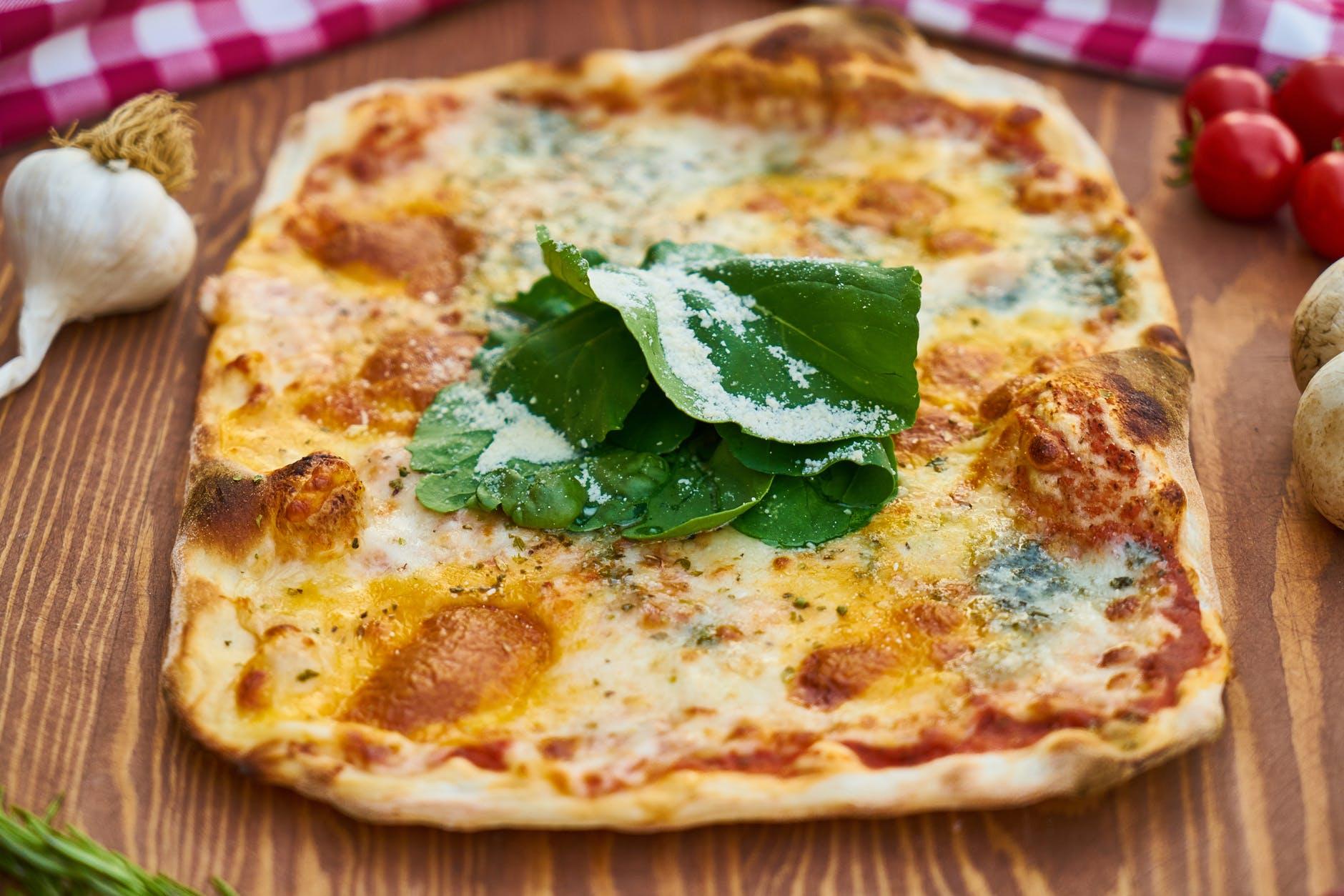 Delicatesă tradițională, direct din bucătăria italiană. Astăzi, focaccia genoveză gustoasă și savuroasă