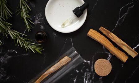 Știai că rozmarinul este un remediu excelent pentru părul tău? 3 leacuri interesante pe care le poți face acasă