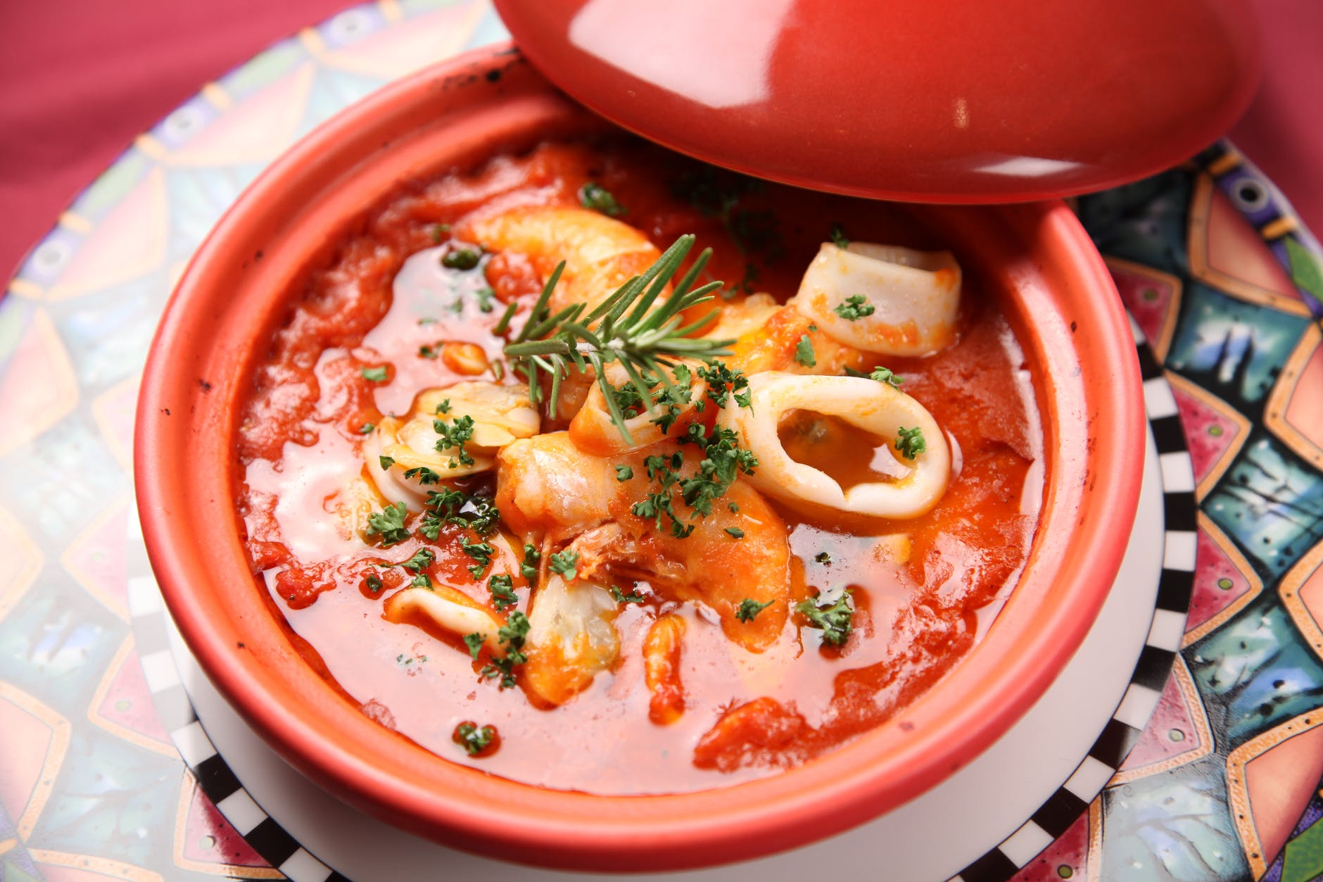 Supă mediteraneană cu pește și fructe de mare. O rețetă delicioasă, aromată și sănătoasă!