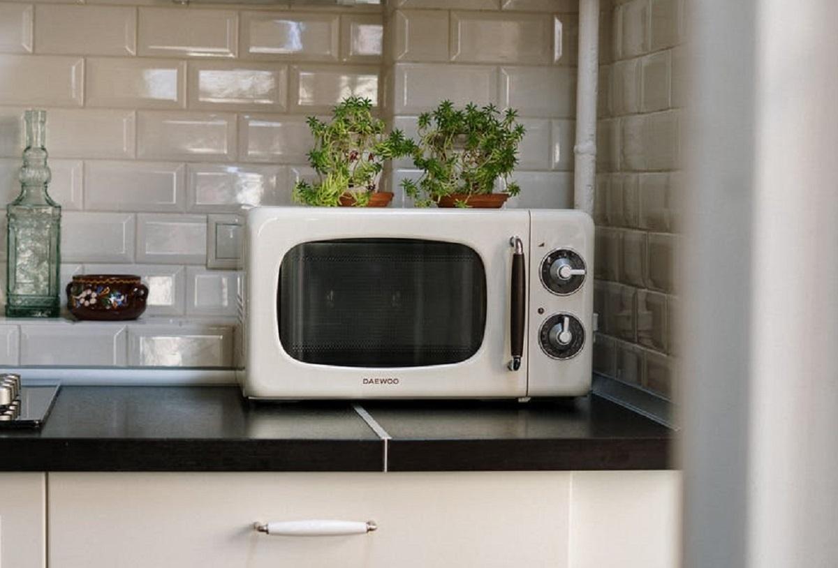 Ai folosit greșit cuptorul cu microunde toată viața! Sigur NU știai ASTA