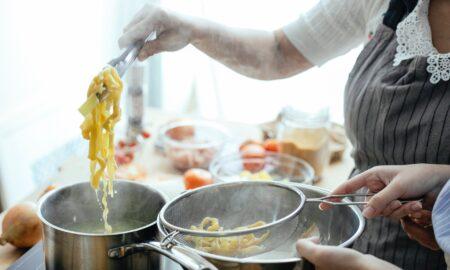Rețetă spaghete în stil grecesc. Delicatesă propusă de bucătarul Vlăduț